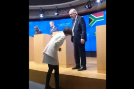 Jean-Claude Juncker nagle opuszcza konferencje prasową… posikał się ? (wideo)