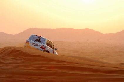 Ulice Dubaju zasypywane przez piaski pustyni. Oszałamiające zdjęcia.