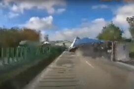 Tir przewraca się na autostradzie a4. Mega rozwałka
