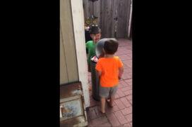 Dzieciaki znalazły sobie super zabawę .